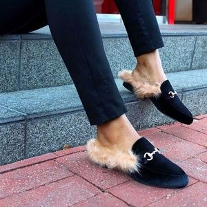Cape Robbin Black Faux Fur Velvet Slides